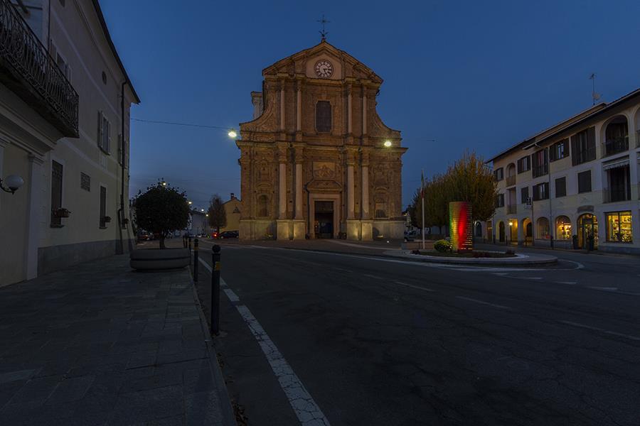 Monumento ai caduti - foto in notturna